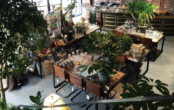 定額制の店舗大型装花