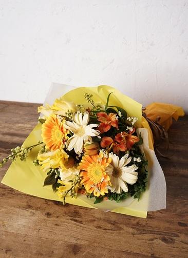 花束 お任せ 【季節の花:春】 チューリップ メインのおまかせ花束(イエローオレンジ系) Mサイズ