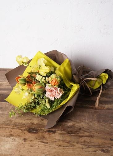 花束 お任せ 【季節の花:春】 チューリップ メインのおまかせ花束(イエローオレンジ系) Sサイズ