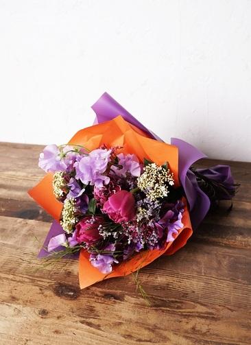 花束 お任せ 【季節の花:春】 チューリップ メインのおまかせ花束(赤ピンク系) Sサイズ